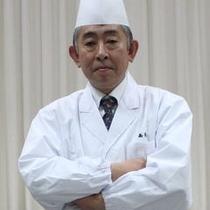 お料理にこだわりぬく高橋料理長