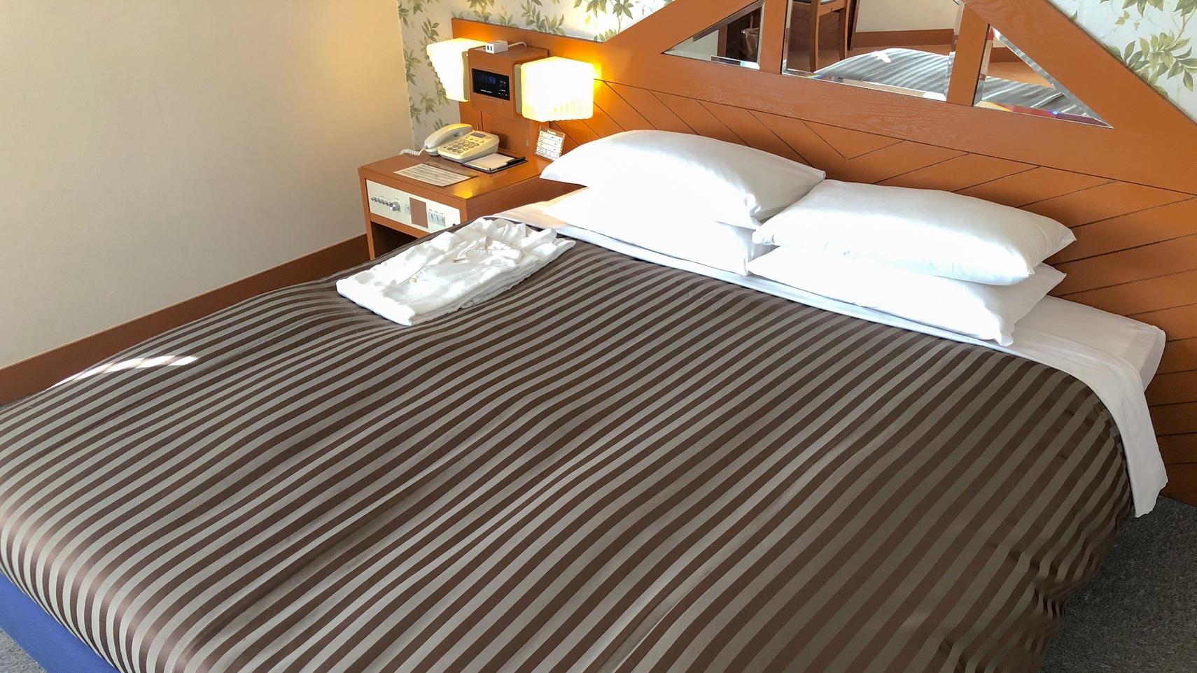 レディースダブル        32m2/ベッド幅160200cm