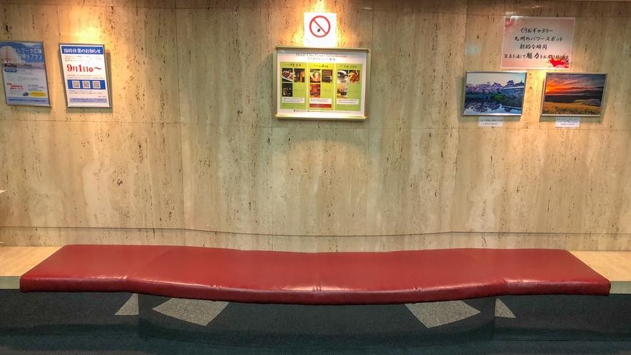 エレベーターホール ベンチ
