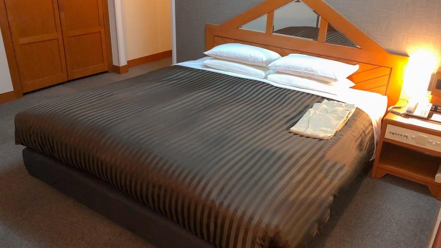 コーナーダブル         32㎡/ベッド幅180×200㎝