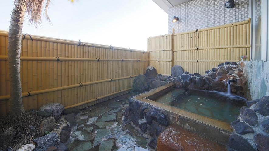 *【男湯】サウナ付きの内湯からは、広大な三河の海が楽しめます。
