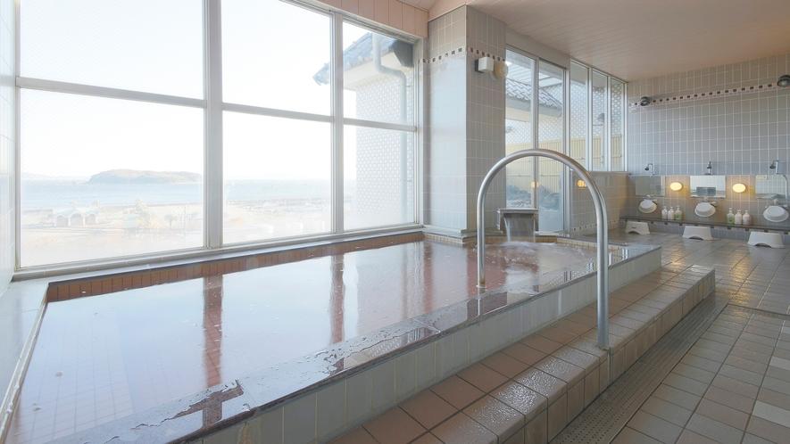 *【男湯大浴場】サウナ付きの内湯からは、広大な三河の海が楽しめます。