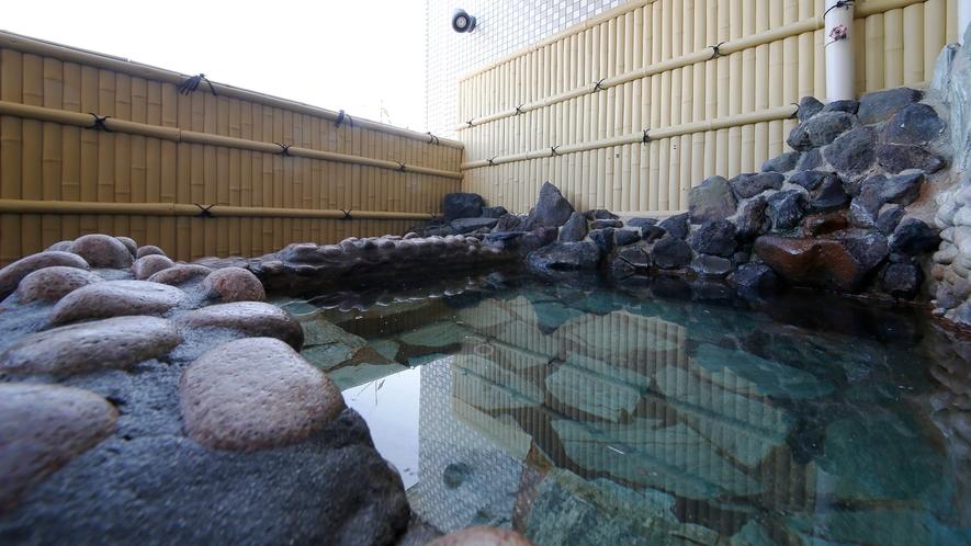 *【男湯】最上階にある自慢の露天風呂。ワイキキビーチも望めます。