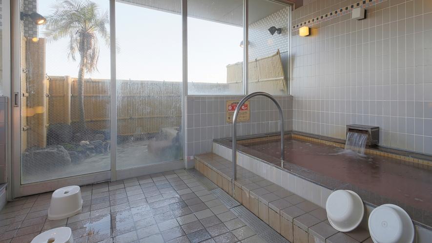 *【大浴場(女性)】サウナ付きの内湯。大きな窓の外には大海原が広がる