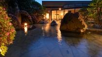 男女別露天風呂 自然に囲まれた開放的な露天風呂