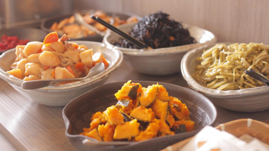 飛騨のごっつぉお おかあさんの味 煮物いろいろ(きんぴらごぼう・肉じゃが・こも豆腐など日替わりで)