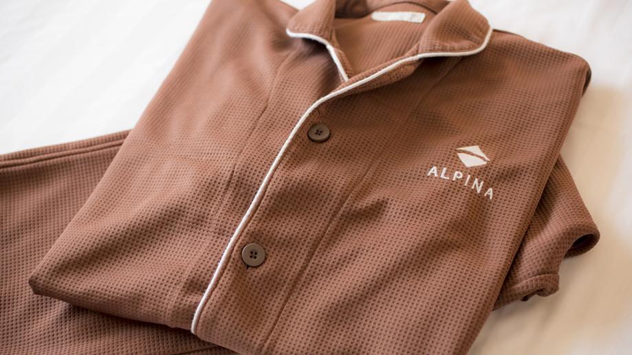 【デラックスルーム専用品】落ち着いた色合いのパジャマでリラックス。肌触りの良いワッフル素材です。