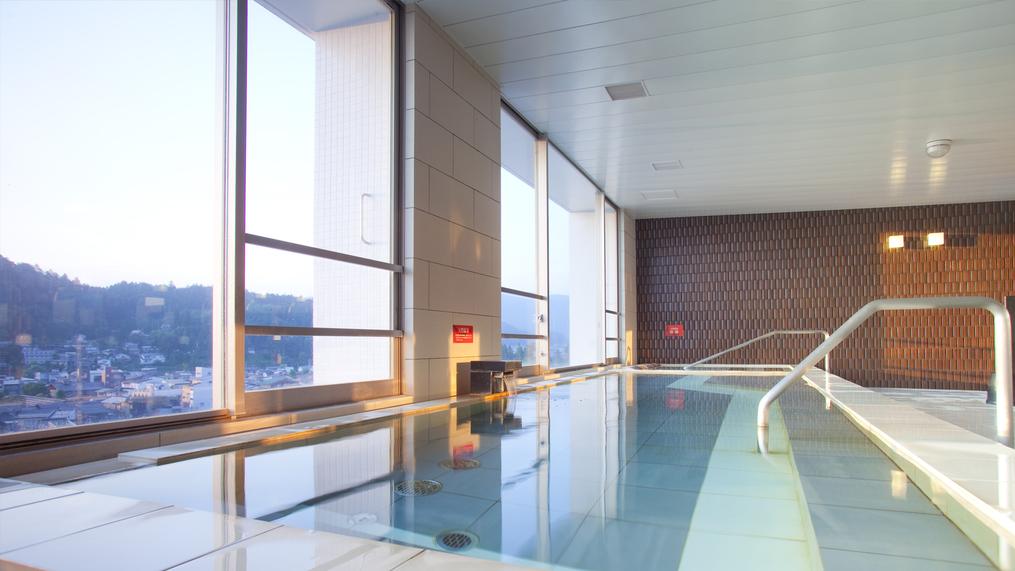 朝日を浴びながらの温泉も格別です。5時からご入浴いただけます。(12月〜3月は6時から)