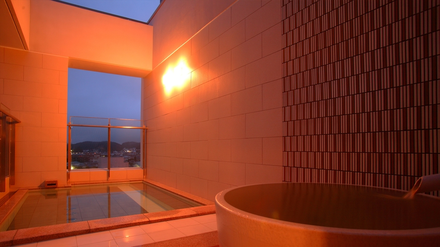 四季折々の季節感を感じていただけるよう、屋根を無くした作りの露天風呂。