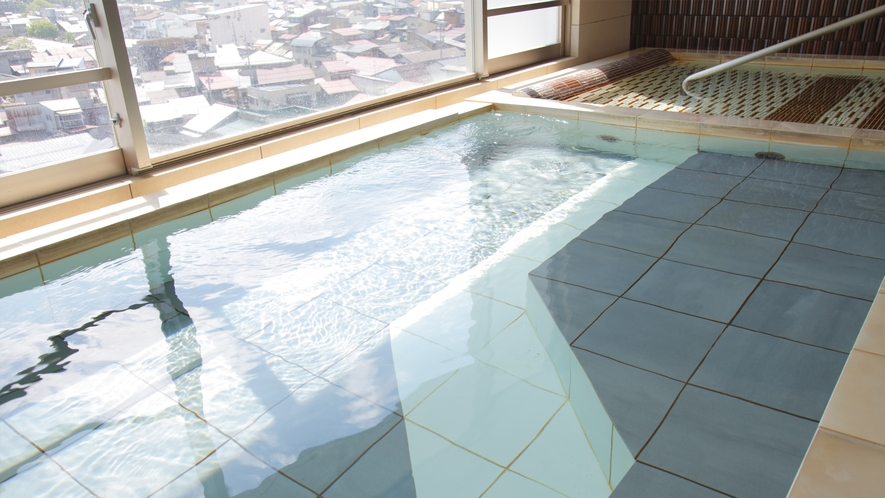 アルピナの温泉には微量の「ラドン」が含まれており、疲れが取れるとのお声をいただいております。