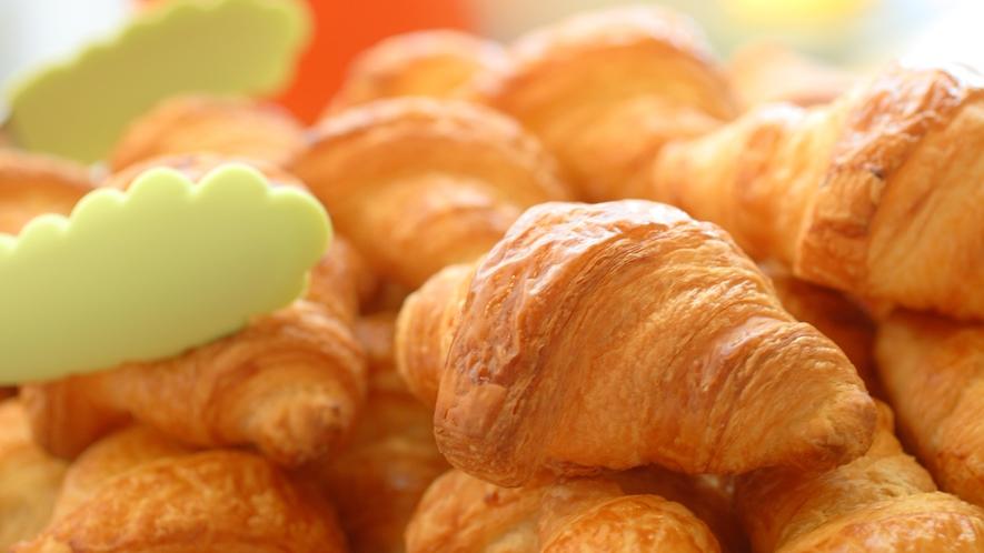 アルピナで1番人気☆サクサクの食感が自慢のクロワッサンです。