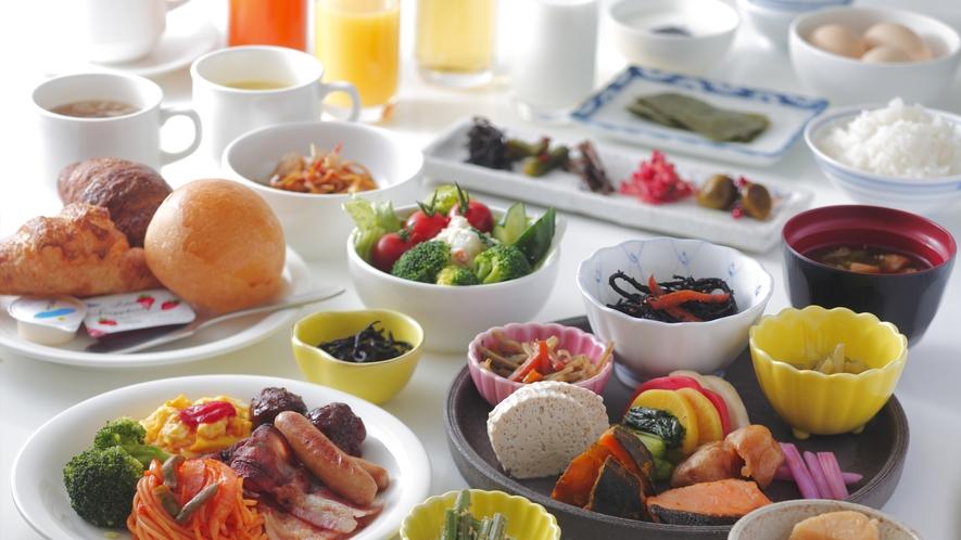 洋食でも和食でも、お好きなものを♪バイキングはわくわくしますね!