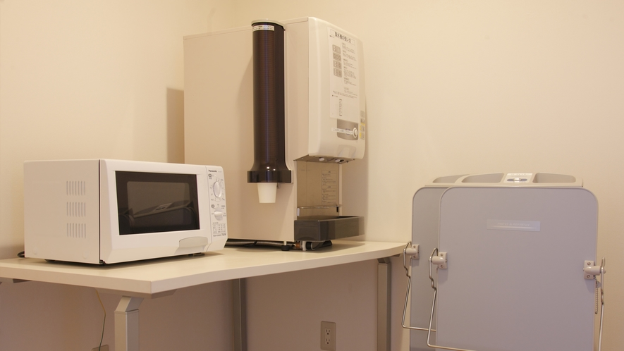 3・5・7階のサービスコーナーには、電子レンジ、製氷機などがございます。