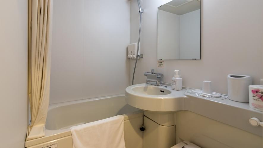 デラックスハリウッドルーム以外は全てユニットバスです。大浴場へはお部屋のタオルをお持ちください。