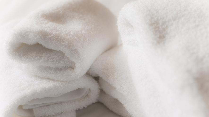 【デラックスルーム専用品】デラックスルームには、厚みがあり肌に優しいタオルをご用意しております。
