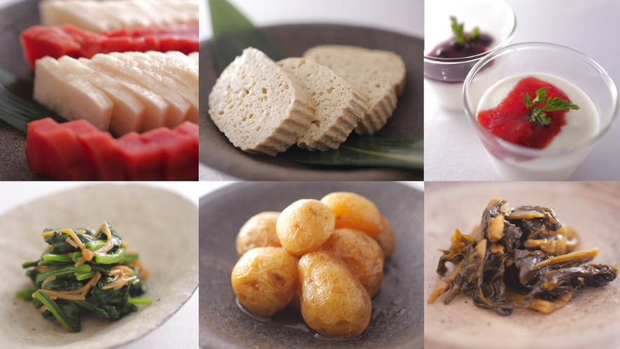 地元の料理いろいろ(漬物、こも豆腐、ひだヨーグルト、飛騨ほうれん草なめこ和え、ころいも、にたくもじ)