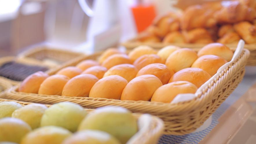 パンは毎朝その場で焼き上げています。