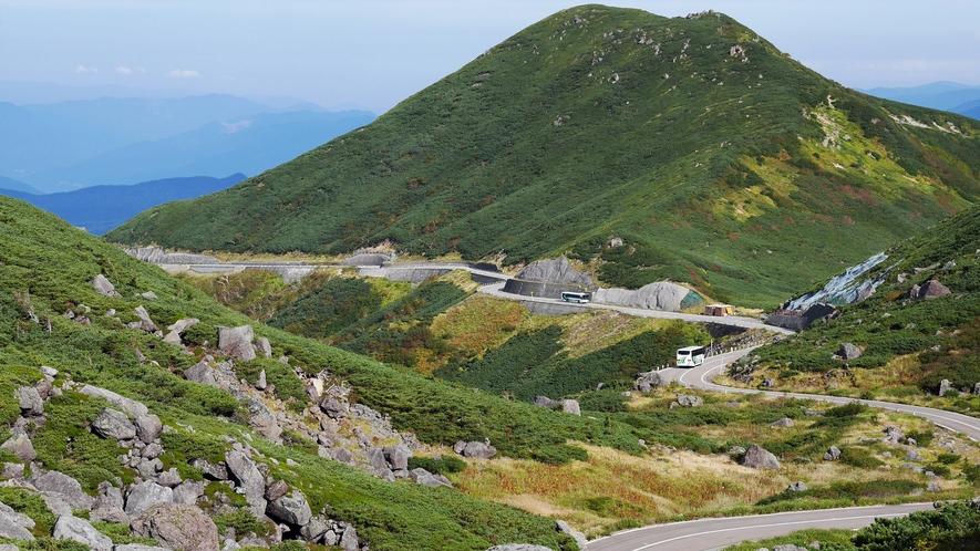 大自然の広がる乗鞍岳までは1.5時間。5月~10月開通です。(冬季は閉鎖されます)
