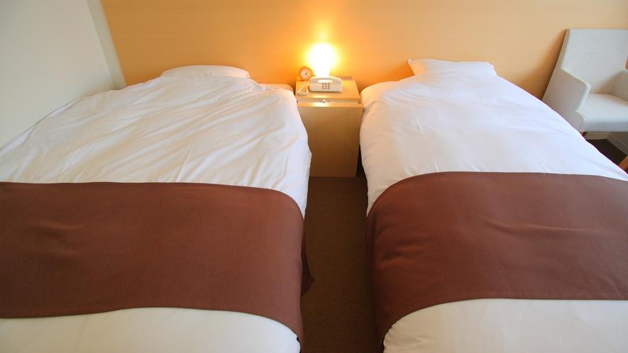 ファミリーツインは130cmベッドで大人1名&お子様、100cmベッドでもう1名がお休みになれます。