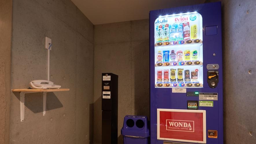 【新館/禁煙】自動販売機とVOD券売機、フロア内線