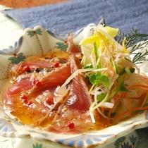 *【夕食(お食事一例)】鰹のカルパッチョ
