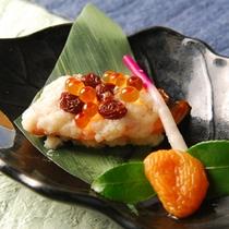 *【夕食(お食事一例)】ノルウェーサーモン白酒焼き(杏子添え)