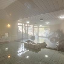*【大浴場(男性)】24時間入浴可能。きめ細かく滑らかな泉質です。