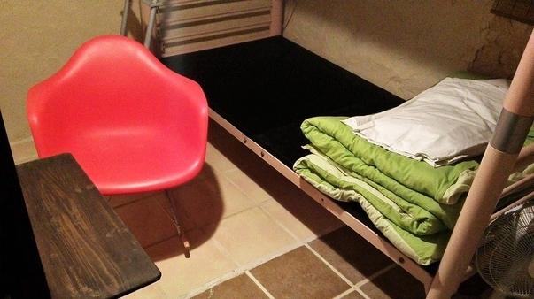 のんびりアジアン簡易個室 二段ベット、鍵付き(1~2名