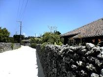 竹富島 赤瓦の町並み