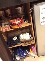 館内販売品です。カップラーメン、島ゾウリ、シャンプーセット、タオル、飲み物など