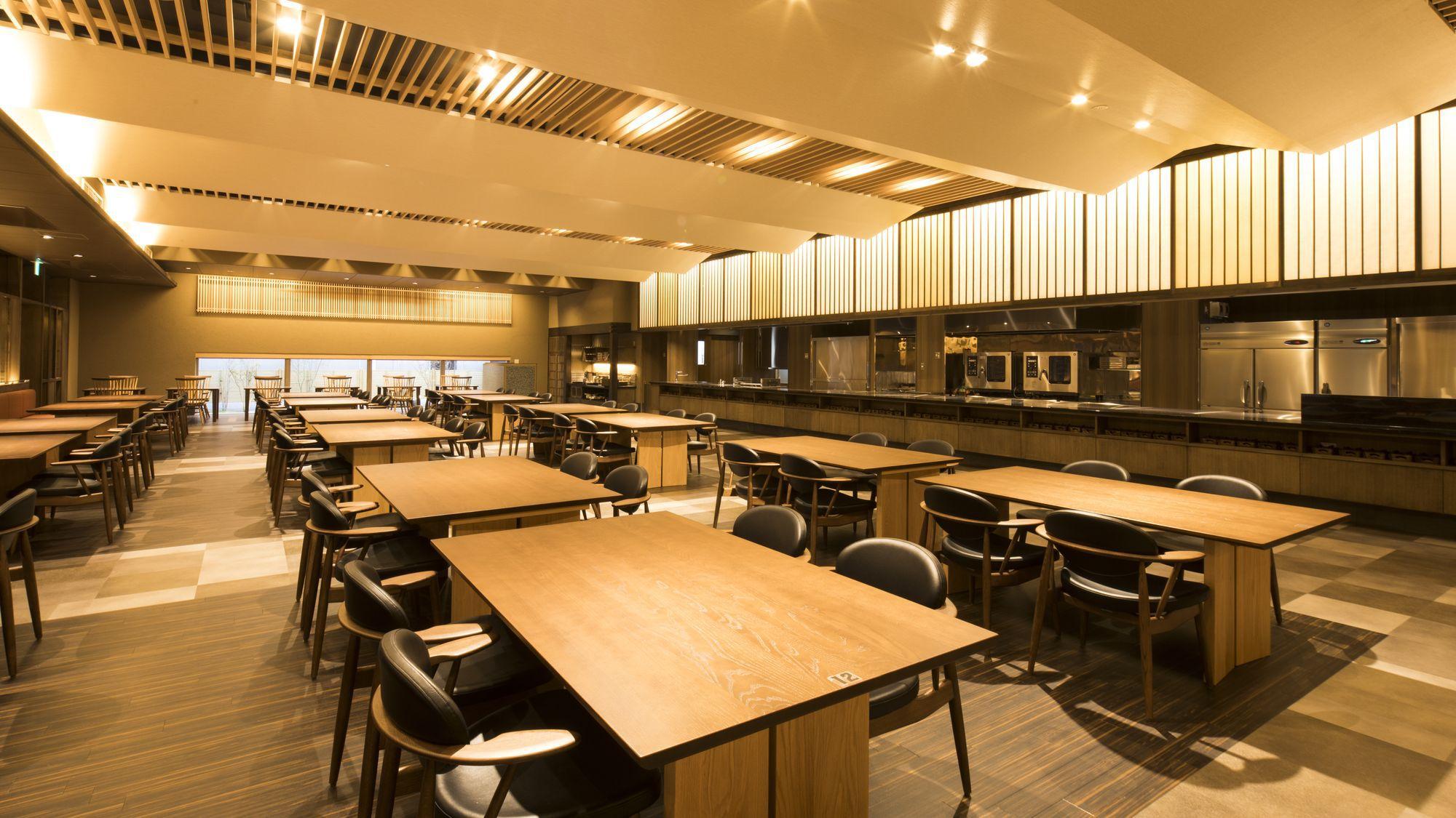 1階レストラン「天の厨 花と星」