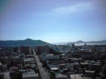 函館山と函館湾(リラクゼーションルームからの展望)