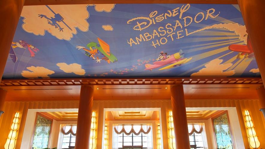 ロビー天井画(イメージ)(C)Disney