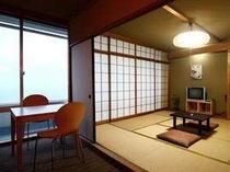 ■客室:和室8畳+リビングルーム