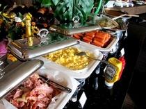 ■朝食:和洋メニューのバイキングは30種以上!