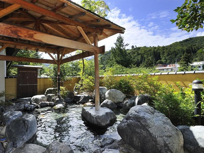 露天風呂【玉ゆら】冬期間には雪見風呂をお楽しみいただけます。
