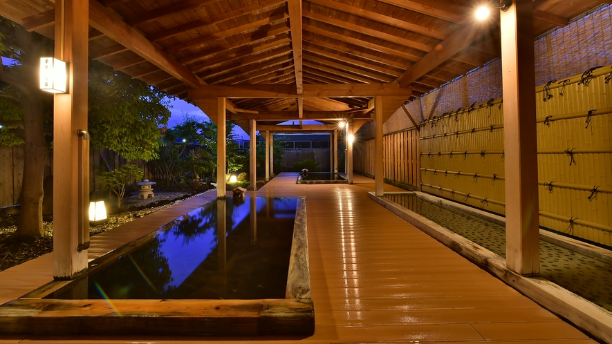 夕刻の春雨の湯 露天風呂