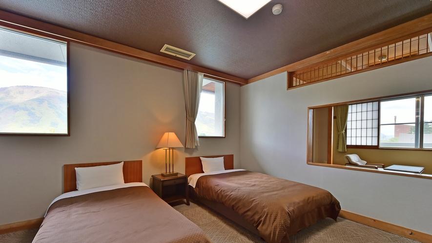 和洋室[2ベッド+畳スペース]のベッドルーム