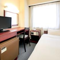 シングルルームは全室セミダブルサイズのベッドを設置