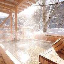 ◆天空の小鳥風呂【角】 幻想的な冬の朝