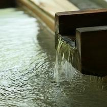 ◆とうとうと流れ出る内湯の湯口