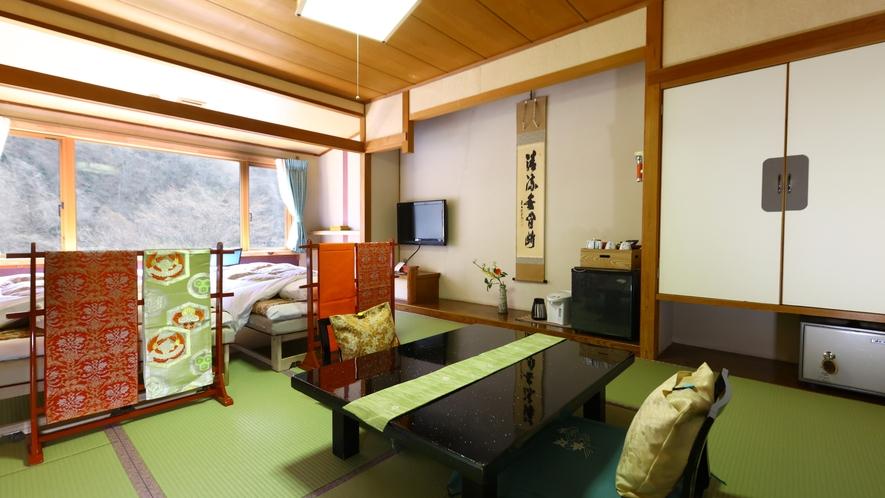 本館和室10畳の「お部屋食」専用のお部屋です。和室にベッドを設えております。