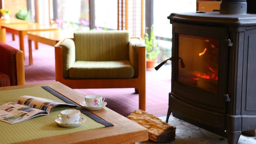 冬は暖炉でほっこり♪