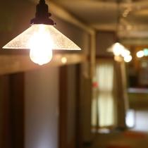 ◆温玉荘 通路のかわいらしいランプ