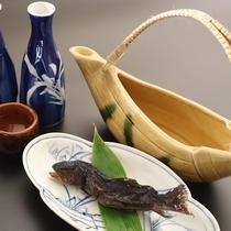 ◆魚の旨味が口いっぱいに広がる骨酒