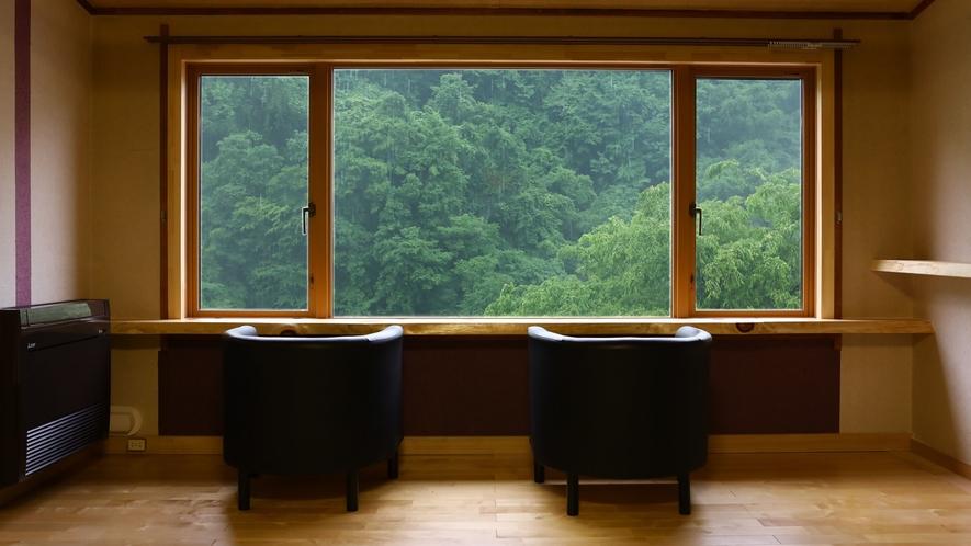 窓から望む松川渓谷の四季の移ろいをお楽しみください
