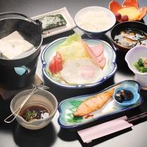 和朝食が並びます。