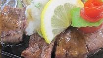 秋田錦牛は、「A4ランク」の格付けをされている特選牛です。お好みの焼き加減でお召し上がりください。