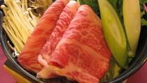 秋田錦牛は、「A4ランク」の格付けをされている特選牛です。比内地鶏の玉子をつけてお召し上がりください