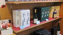 酒どころ秋田!!いろんな種類の地酒をご用意しております。発送も承りますので、重くても安心!!